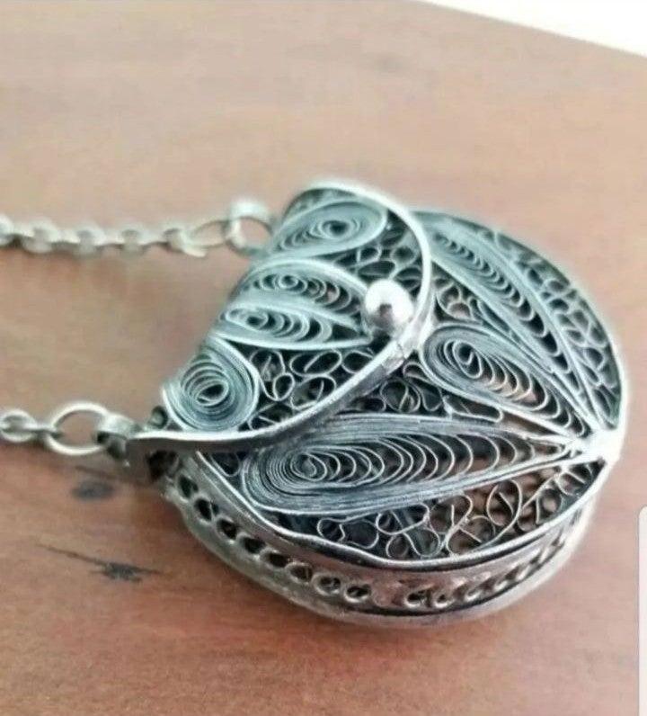 Vintage Opening Nouveau Necklace