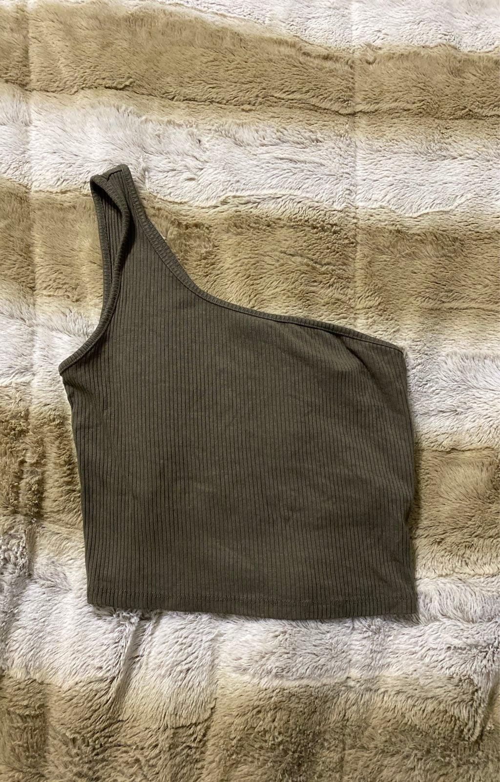 Small One Shoulder Crop Top