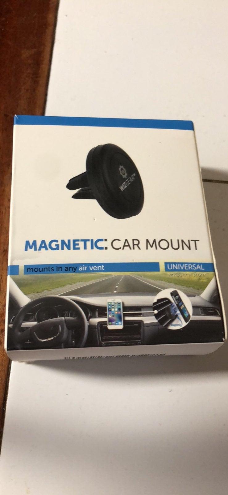 Wizgear magnetic car mount.