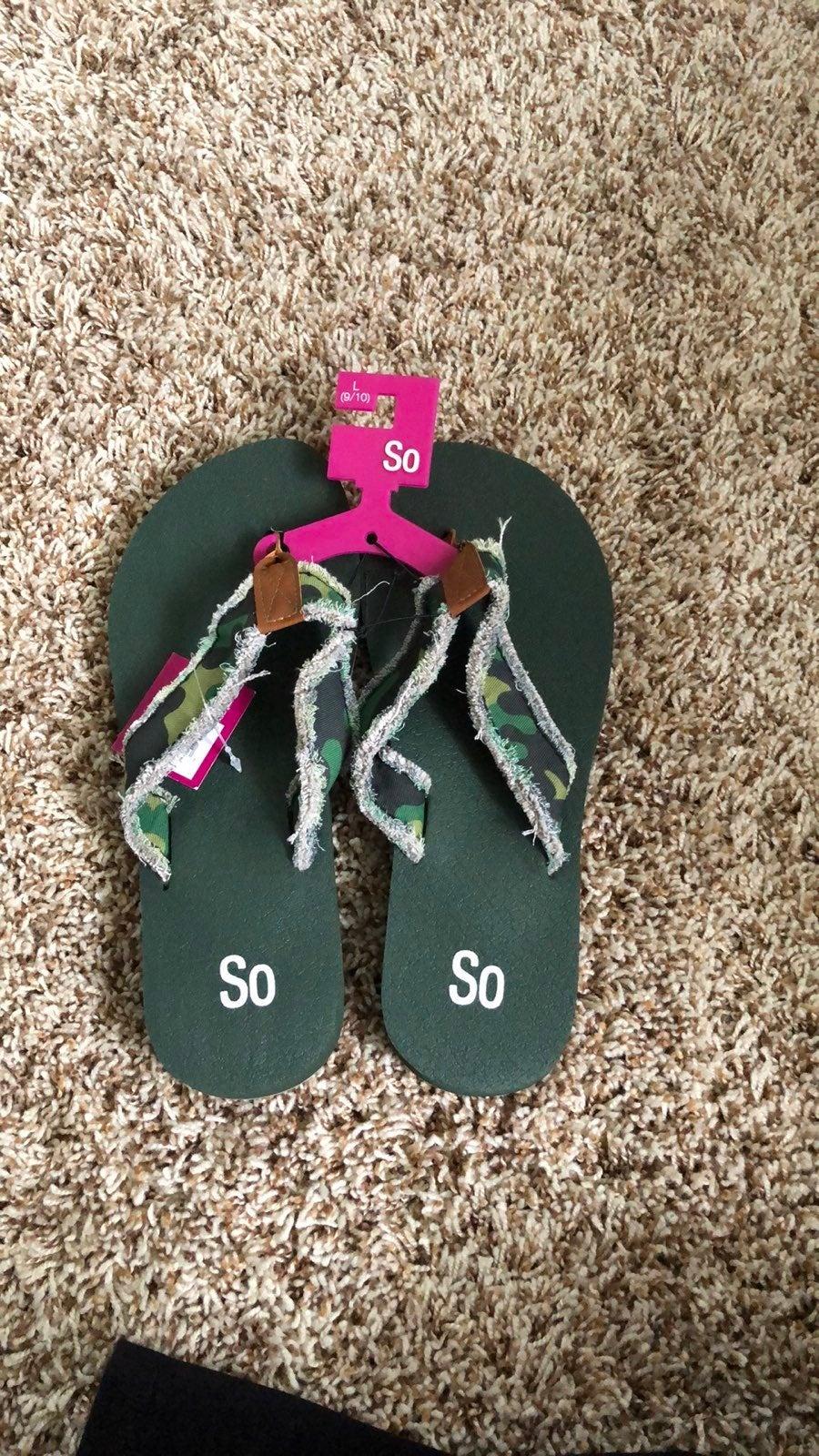 Womens flip flops- L 9/10