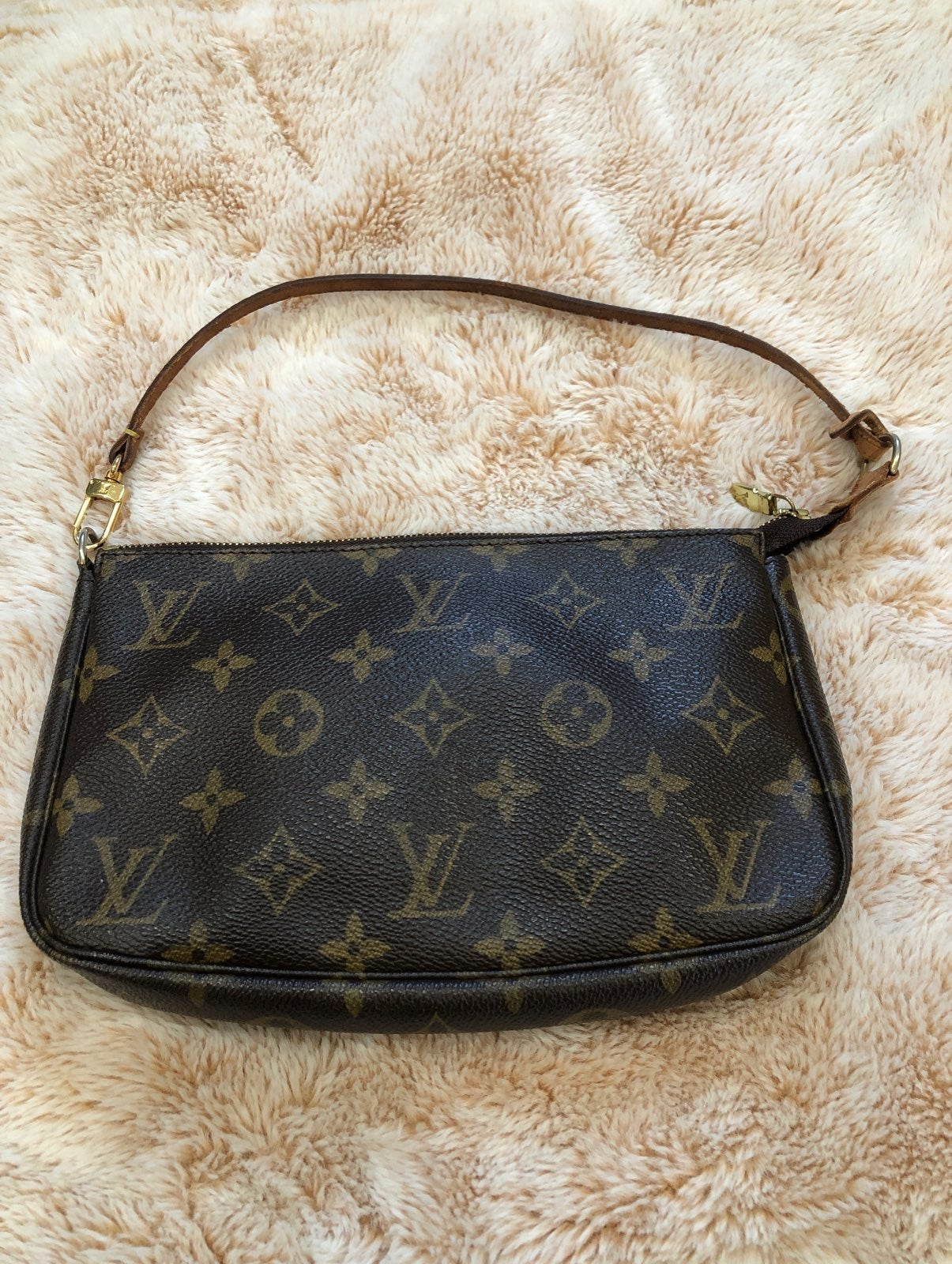 RESERVED Louis Vuitton 2 Accesories pouc