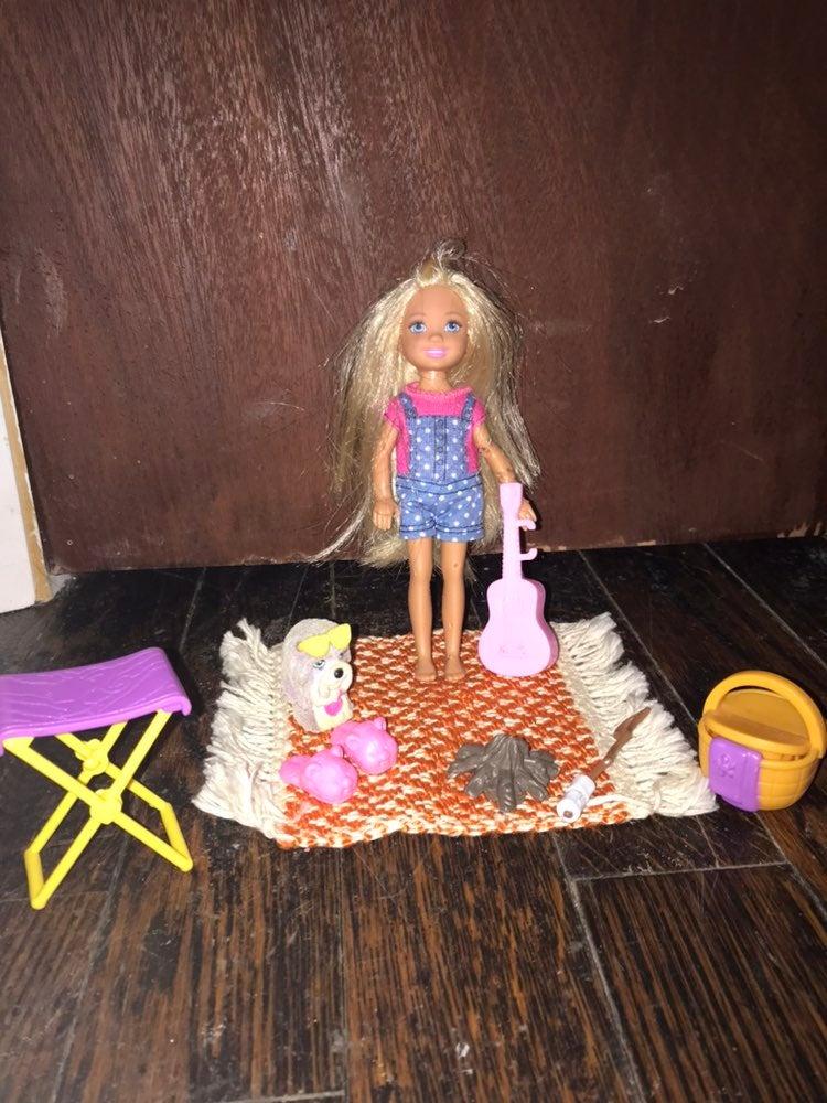 Barbie Camping Fun Chelsea and Accessori