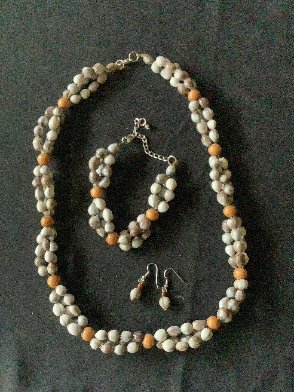 Hawaiian necklaces for women