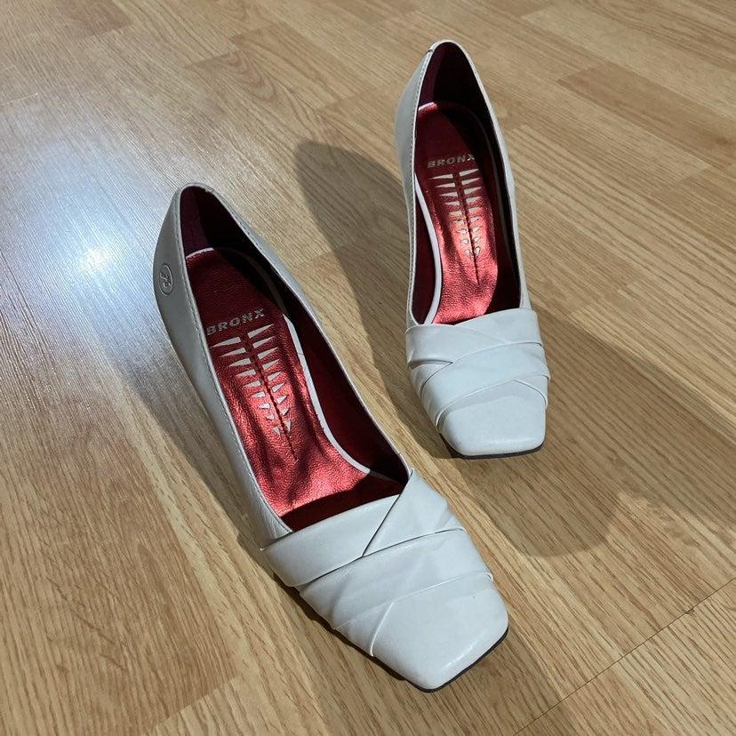 Bronx White Square Toe Heel Sz 5.5