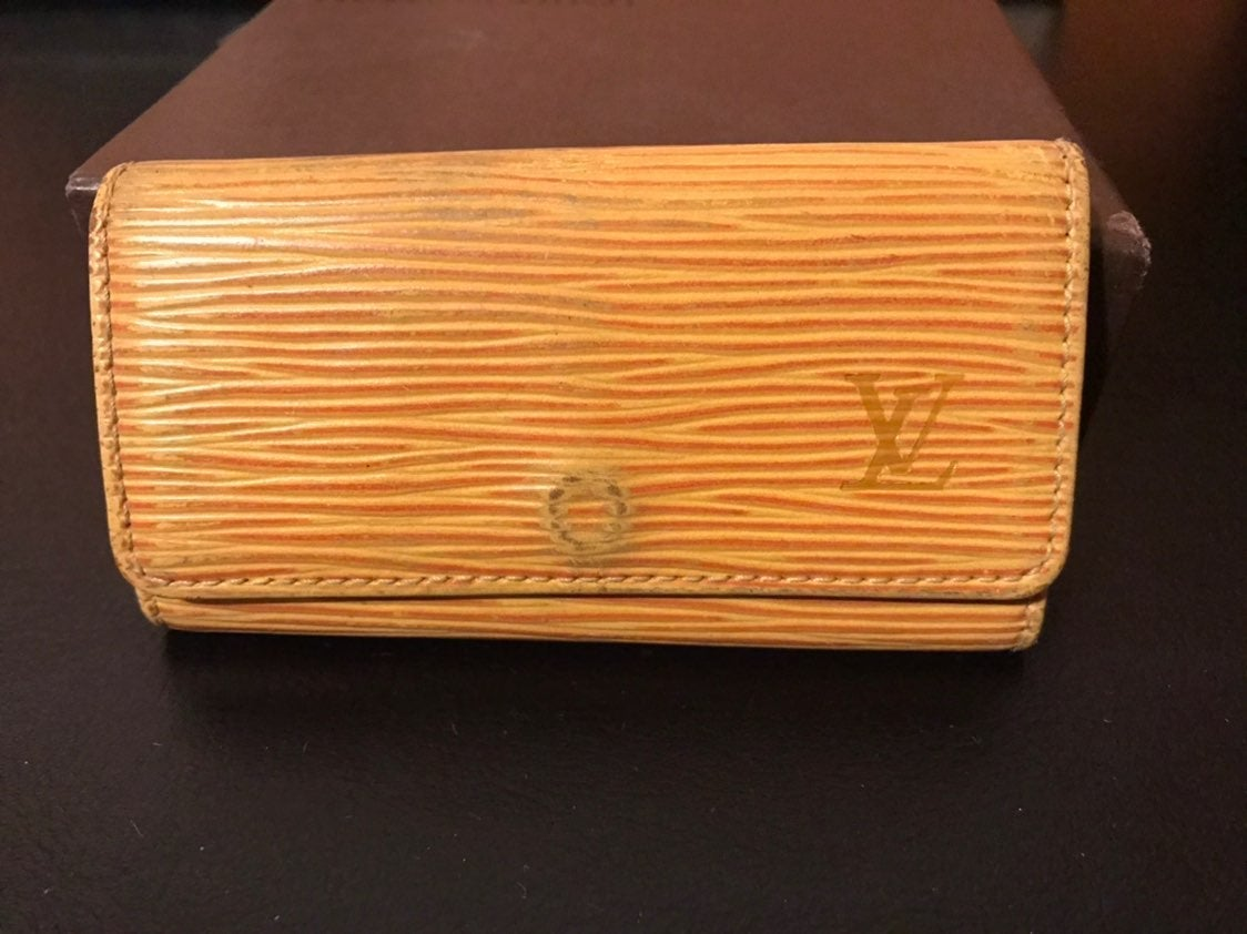 Louis Vuitton Epi 4 key case SPAIN