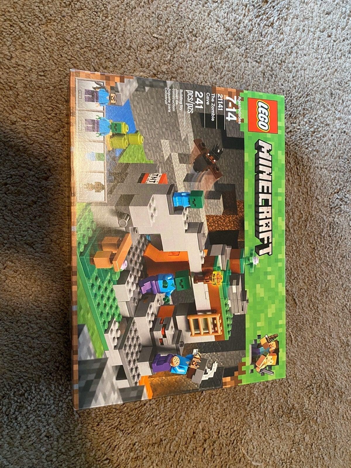 Lego Minecraft Set (21141)