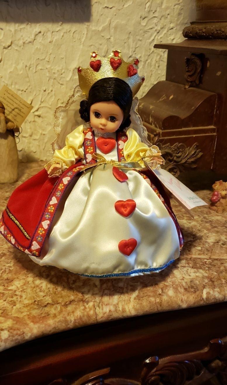 Madame Alexander Alice In Wonderland Que