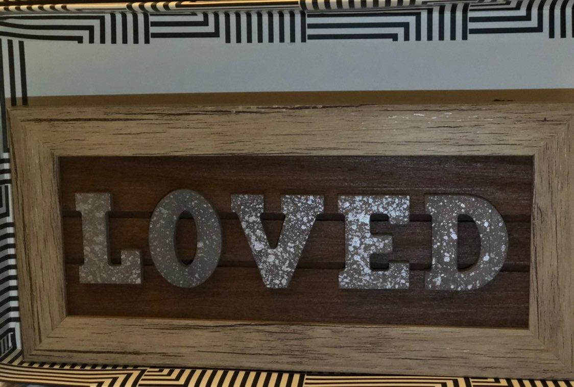 Grateful & loved wall decor