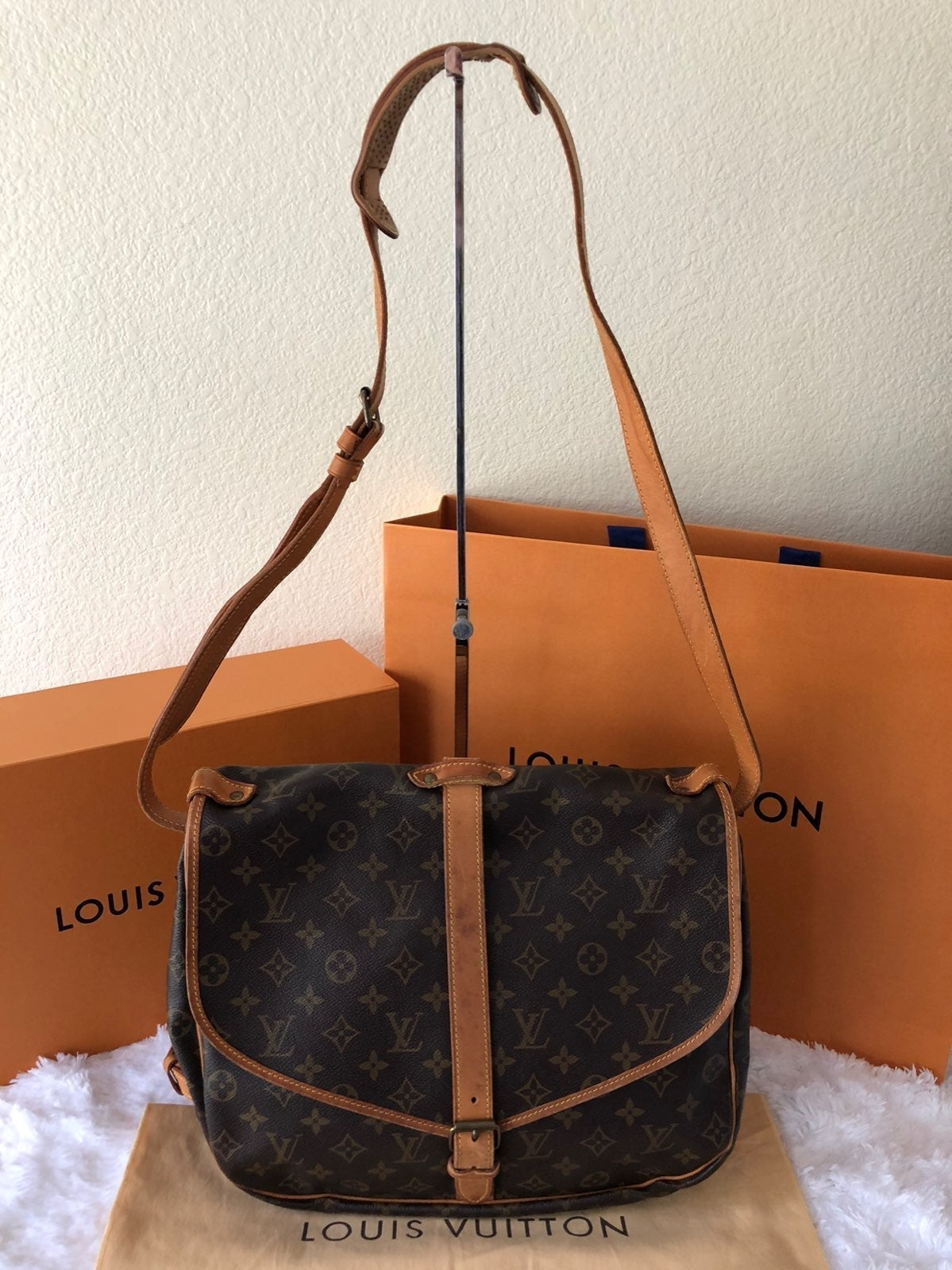 Louis Vuitton Saumur 35 Mono Sling Bag