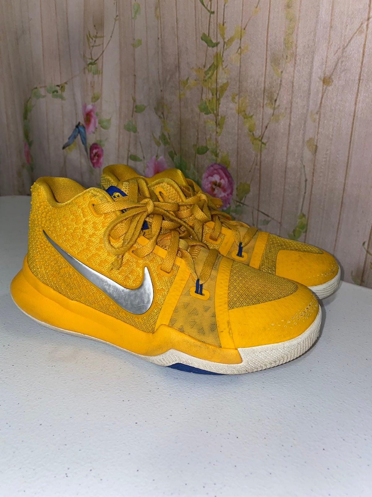 Nike Youth Kyrie 3 Mac & Cheese