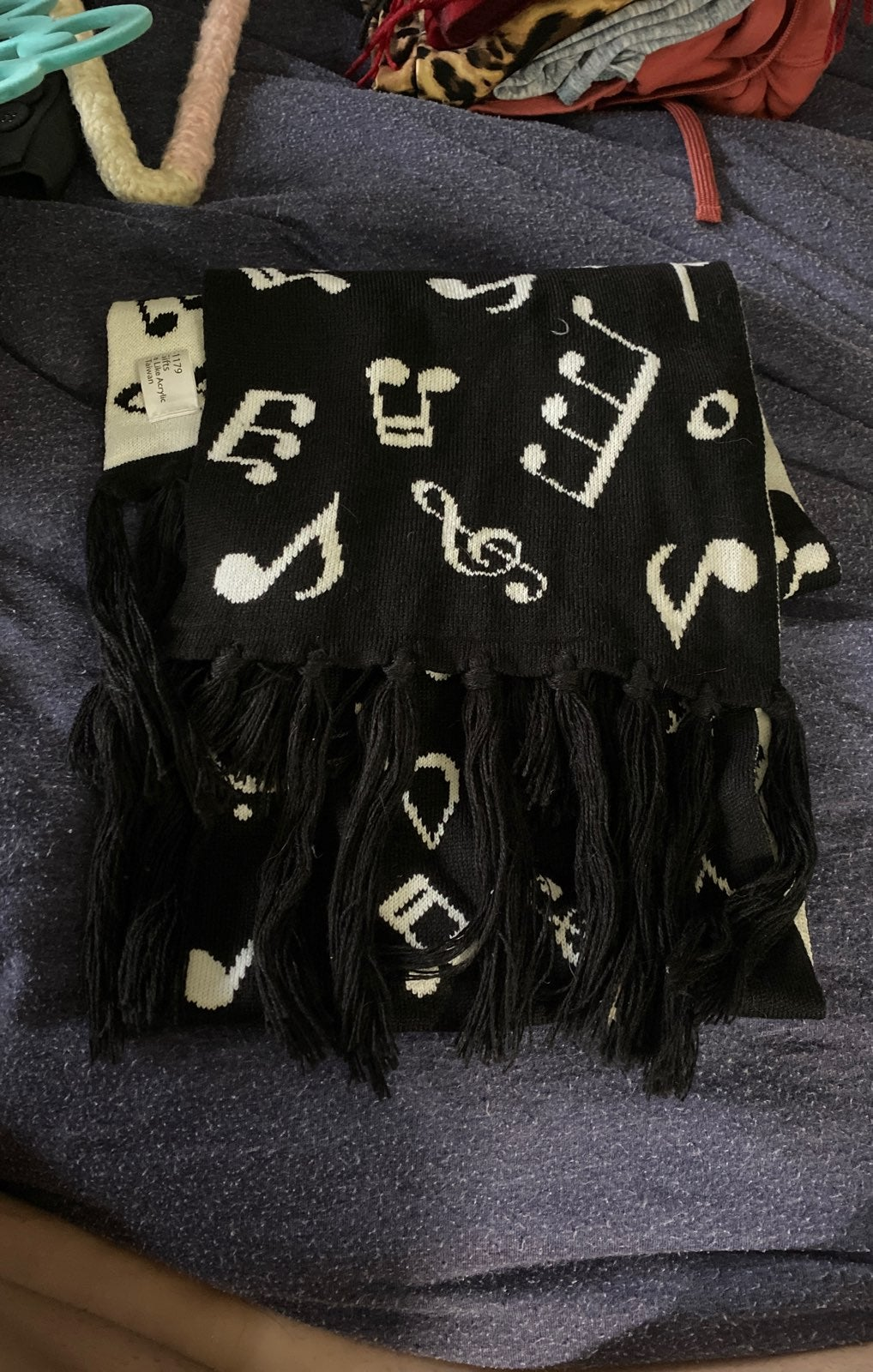 Reversible music note scarf