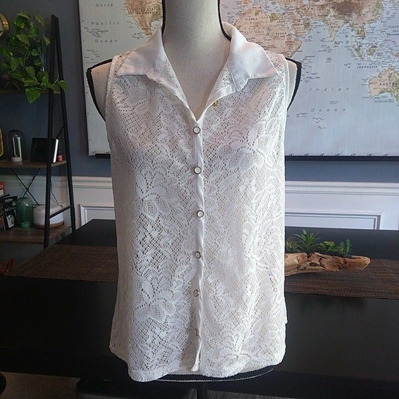 2B Bebe Lace Button Down Sleeveless Top