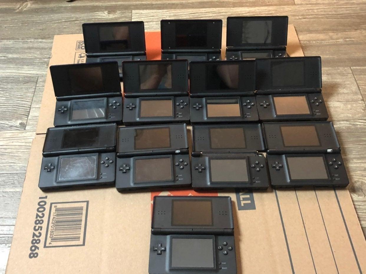 LOT OF 12 BROKEN Nintendo DS Lite