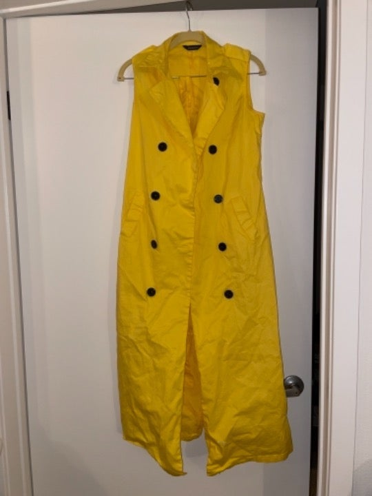 Yellow trench coat , one size , new