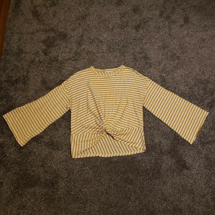 Lush Knotted Tshirt Bell Sleeve Yellow L