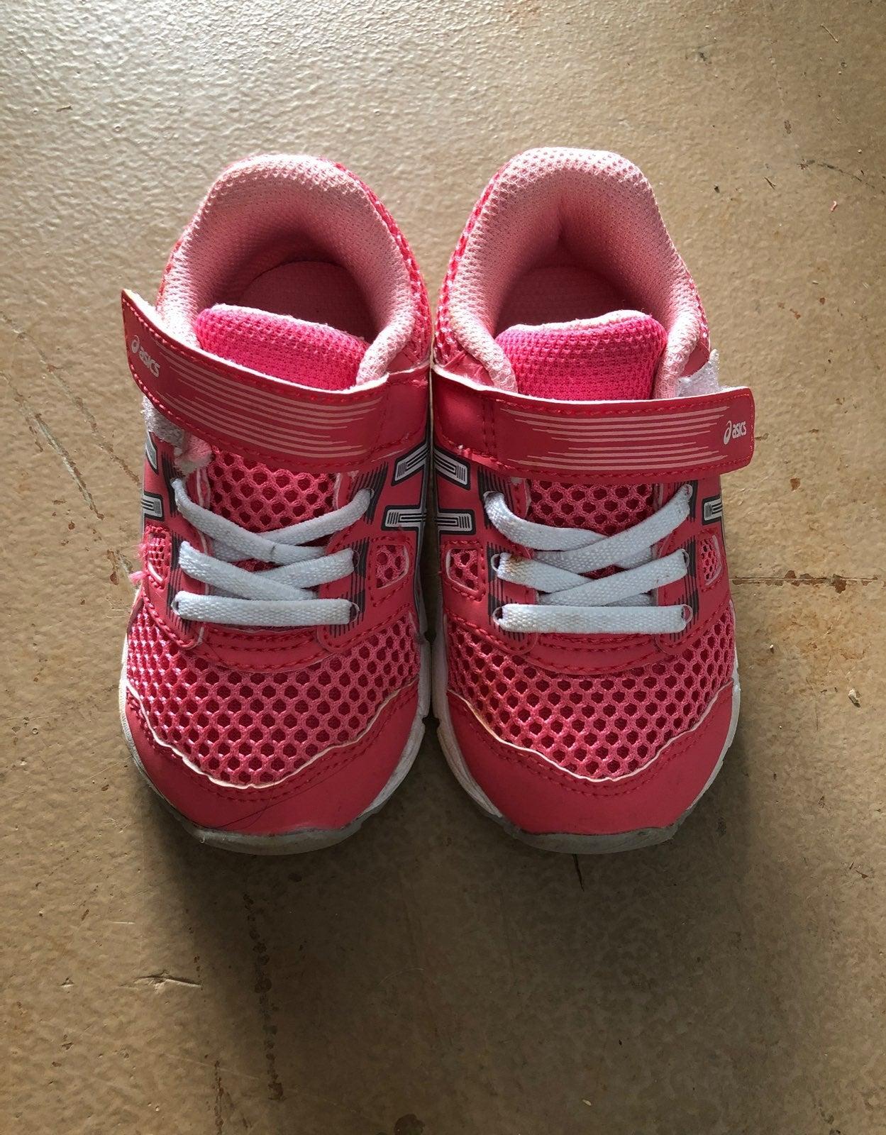 Asics girls Shoes size 5c