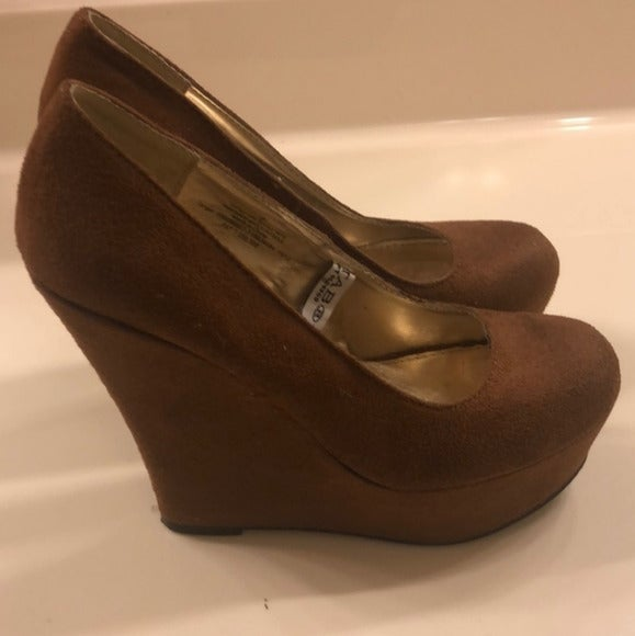 Mossimo Soft Tab Toe Wedges Heels Size 8