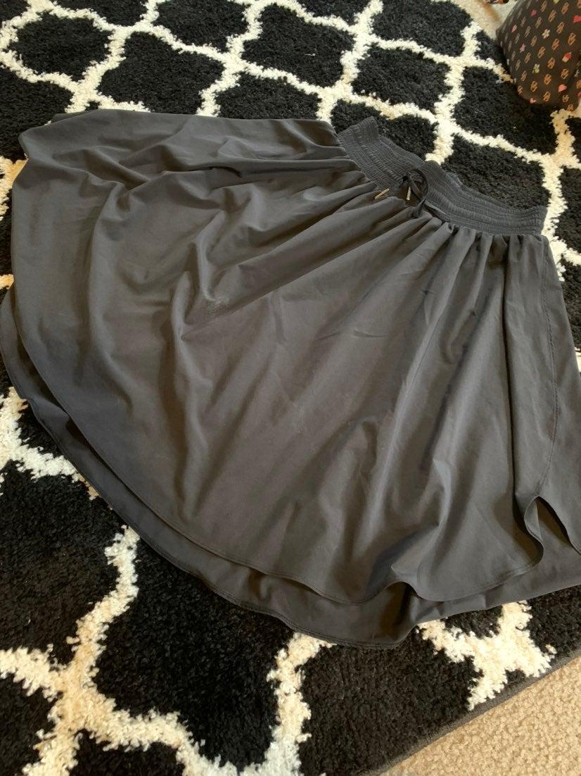 Luluemon skirt black size 8