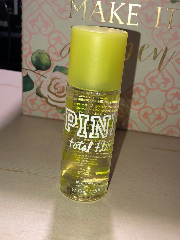 PINK Total Flirt Body Spray