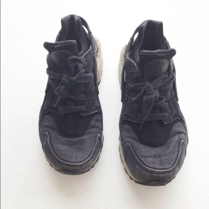 Nike Navy Huarache Size 6