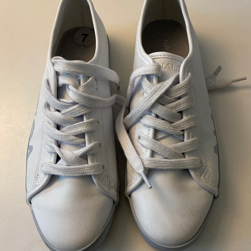 Size 7 nautica sneakers
