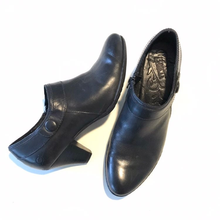BORN Black leather ankle boot 9.5