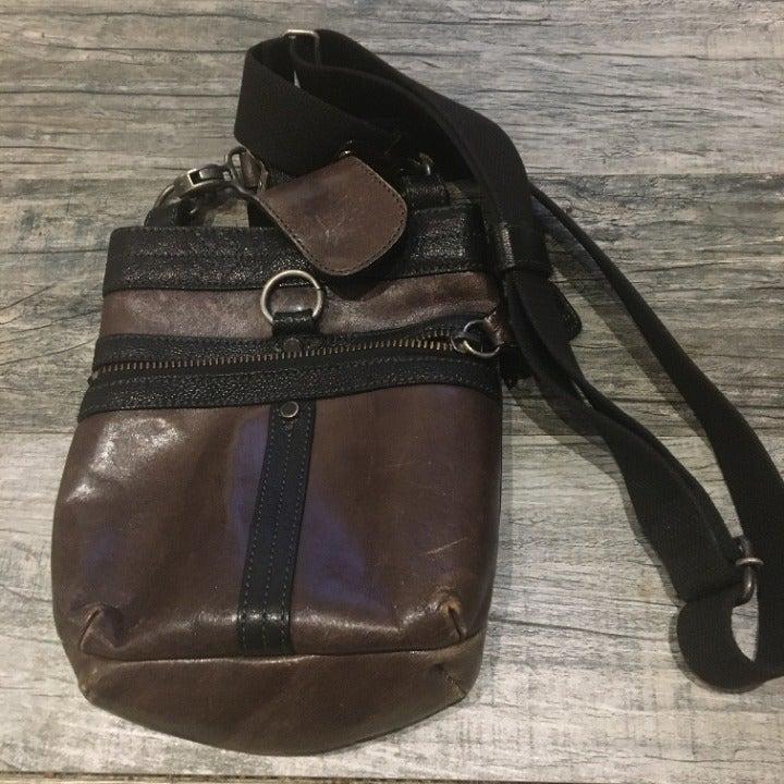 Lin Ku leather shoulder bag
