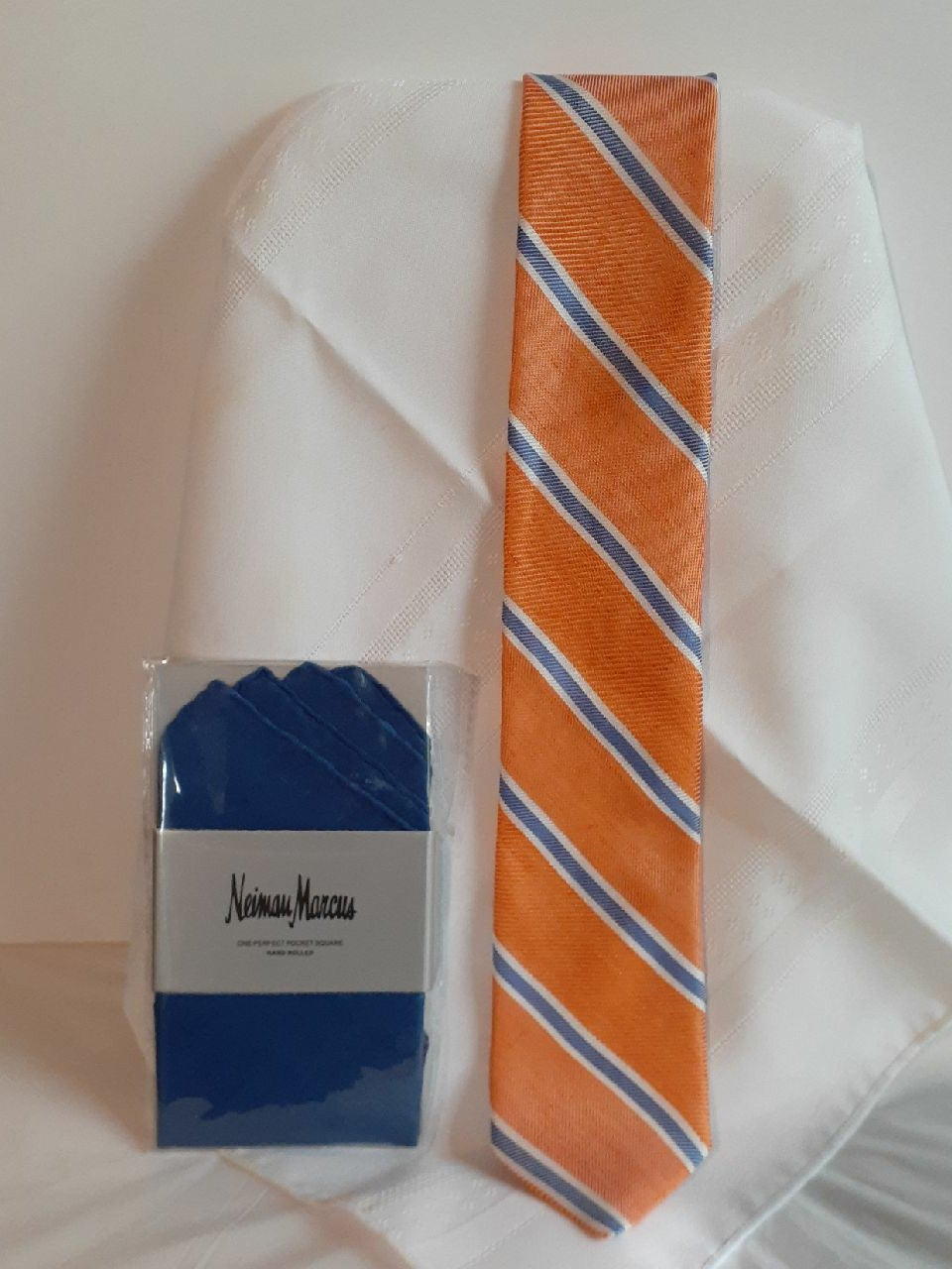 Roundtree &Yorks tie with linen pocket s