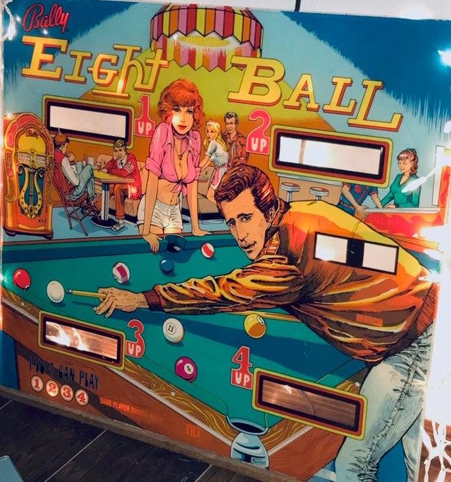 Eight Ball 1977 pin ball glass .perfect