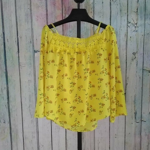 Yellow flowered off the shoulder top- si