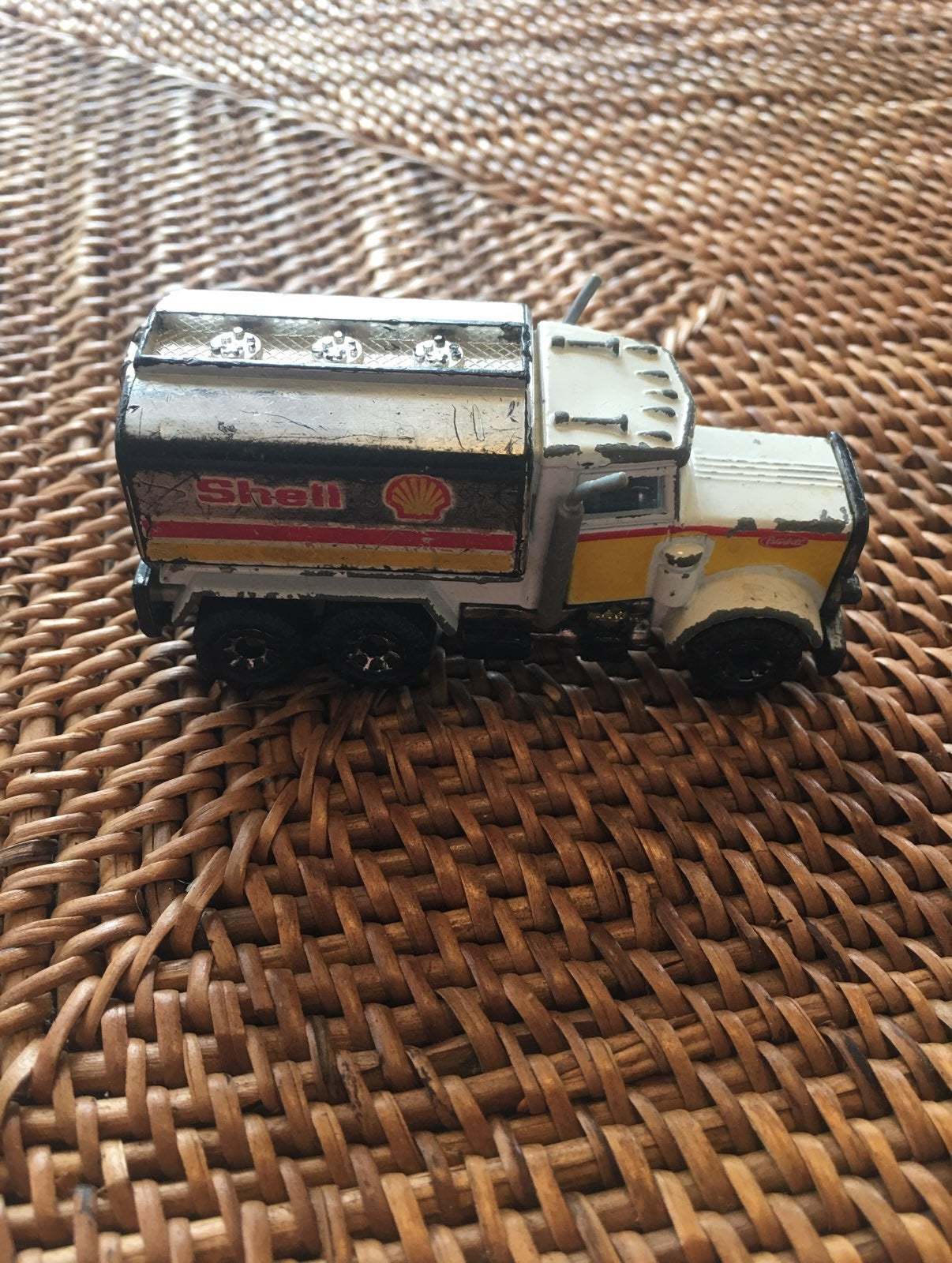 81' Shell Matchbox Peterbuilt