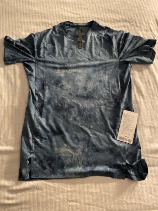 Men's Lululemon Gym Athletic Shirt NEW