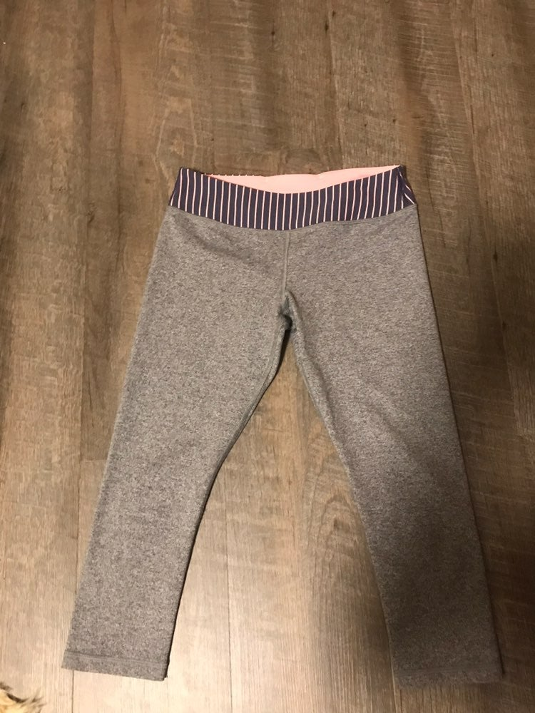 Grey ivivva cropped leggings