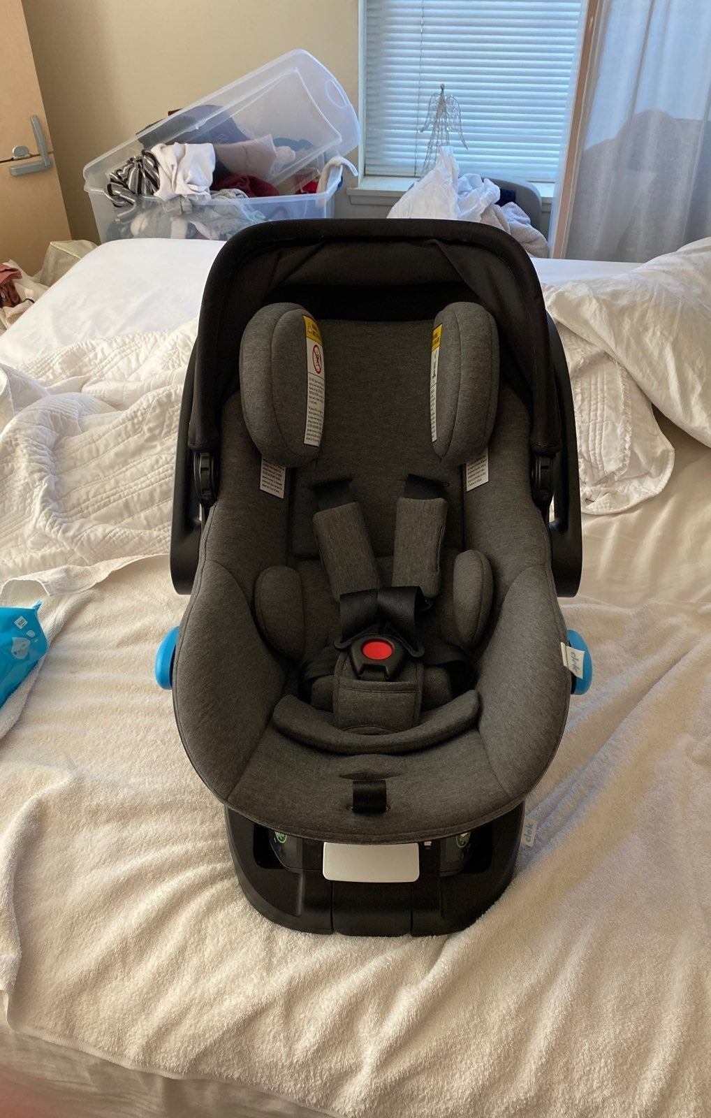 Clek Liing Infant Car Seat in Carbon