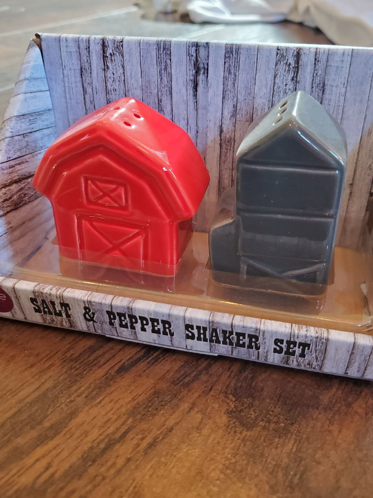 Farmhouse Barn Salt And Pepper Shaker
