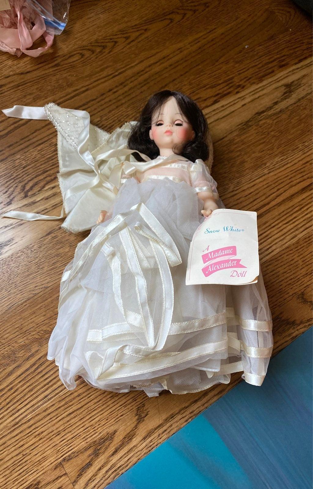 vintage snow white madame alexander doll