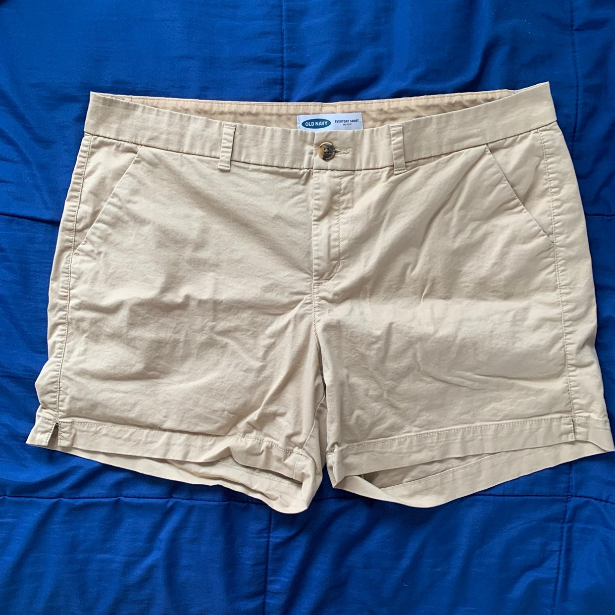 Old navy everyday mid rise shorts