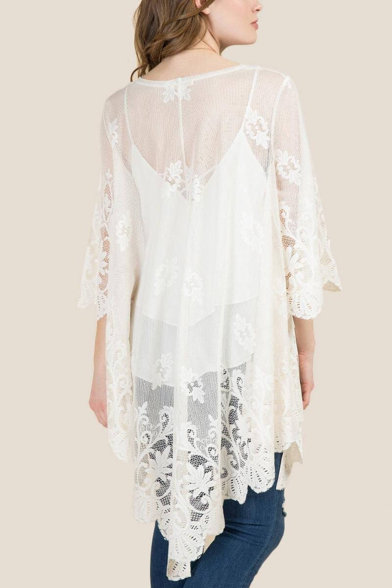 NWOT Franchesca's White Lace Floral Kimo