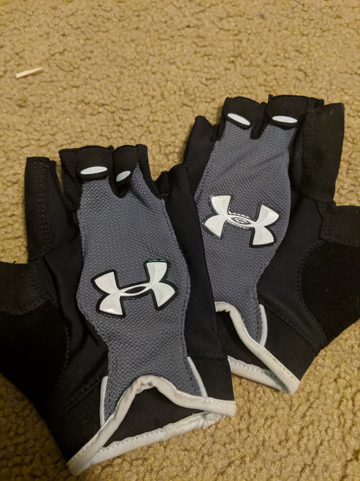 Under Armour Performance Gloves