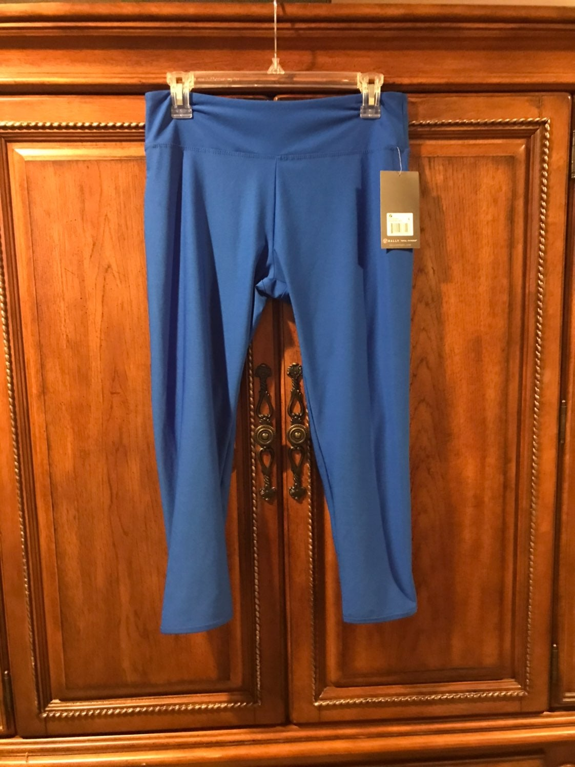Bally's Capri Leggings NEW