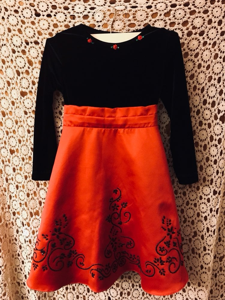 Girl Dress. Size 6.