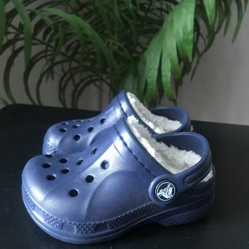 Crocs navy blue with fur kids size 6-7