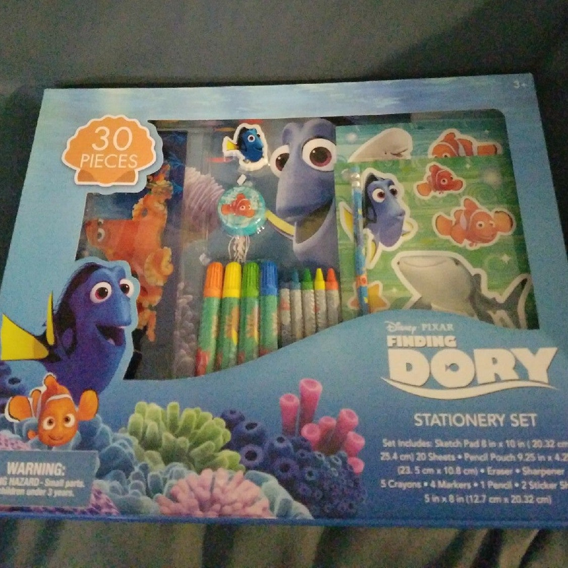 Finding Dory 30 Piece stationary set