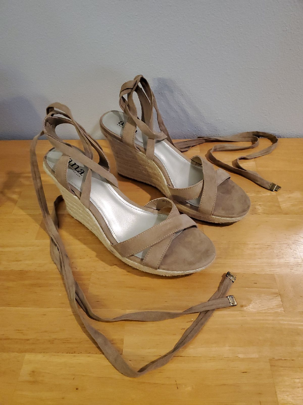 A.n.a. Womens Suede Sandals