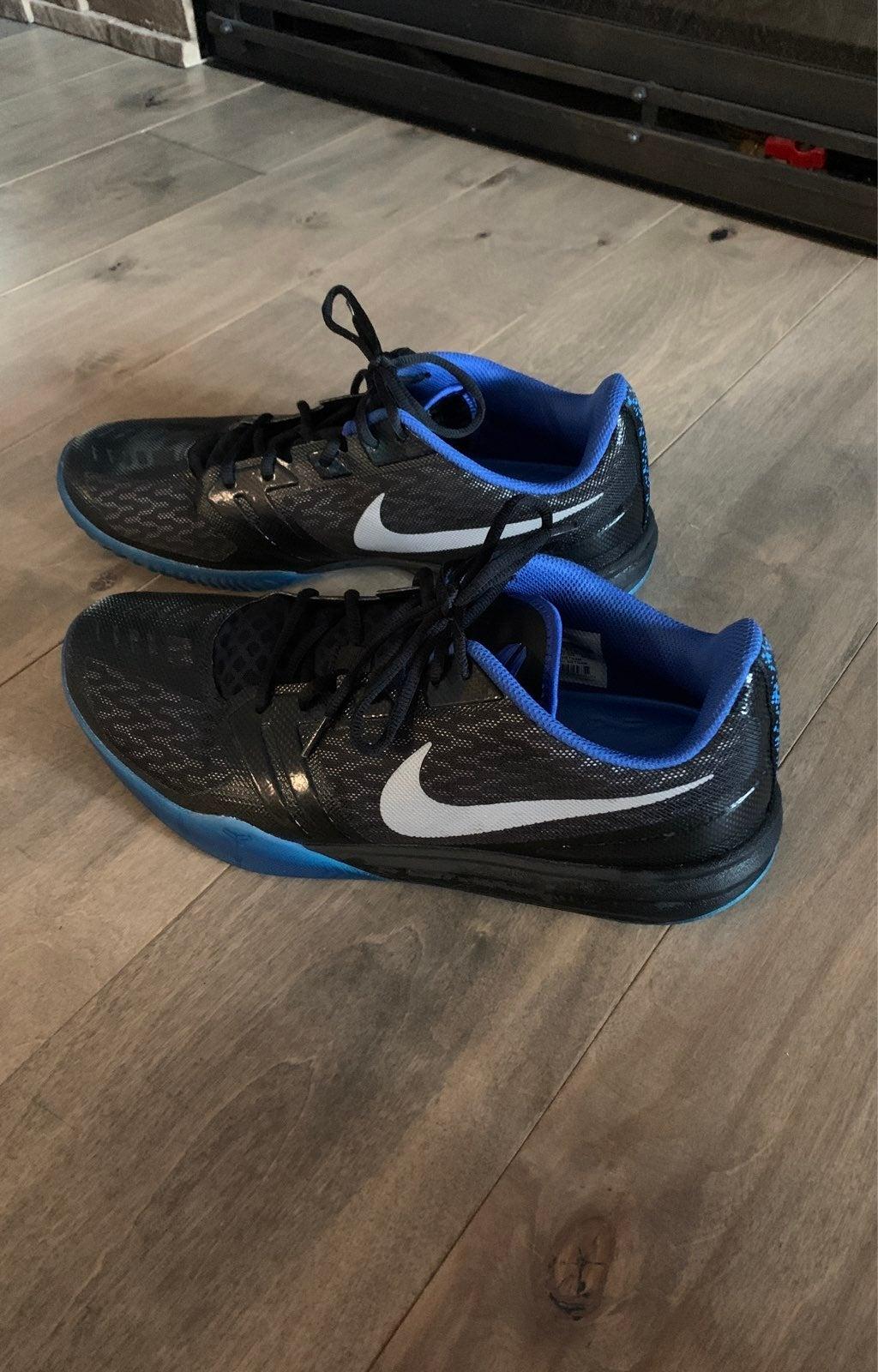 Nike KB Mentality Black/Metalic Silver/P