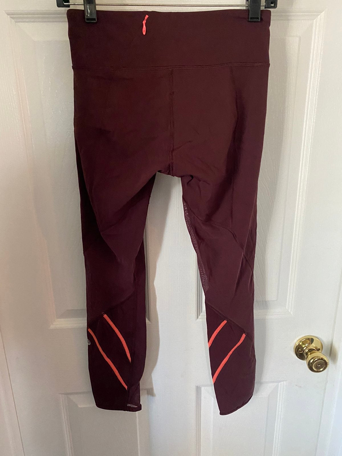 "Lululemon Sz 4 leggings burgundy  23"" in"