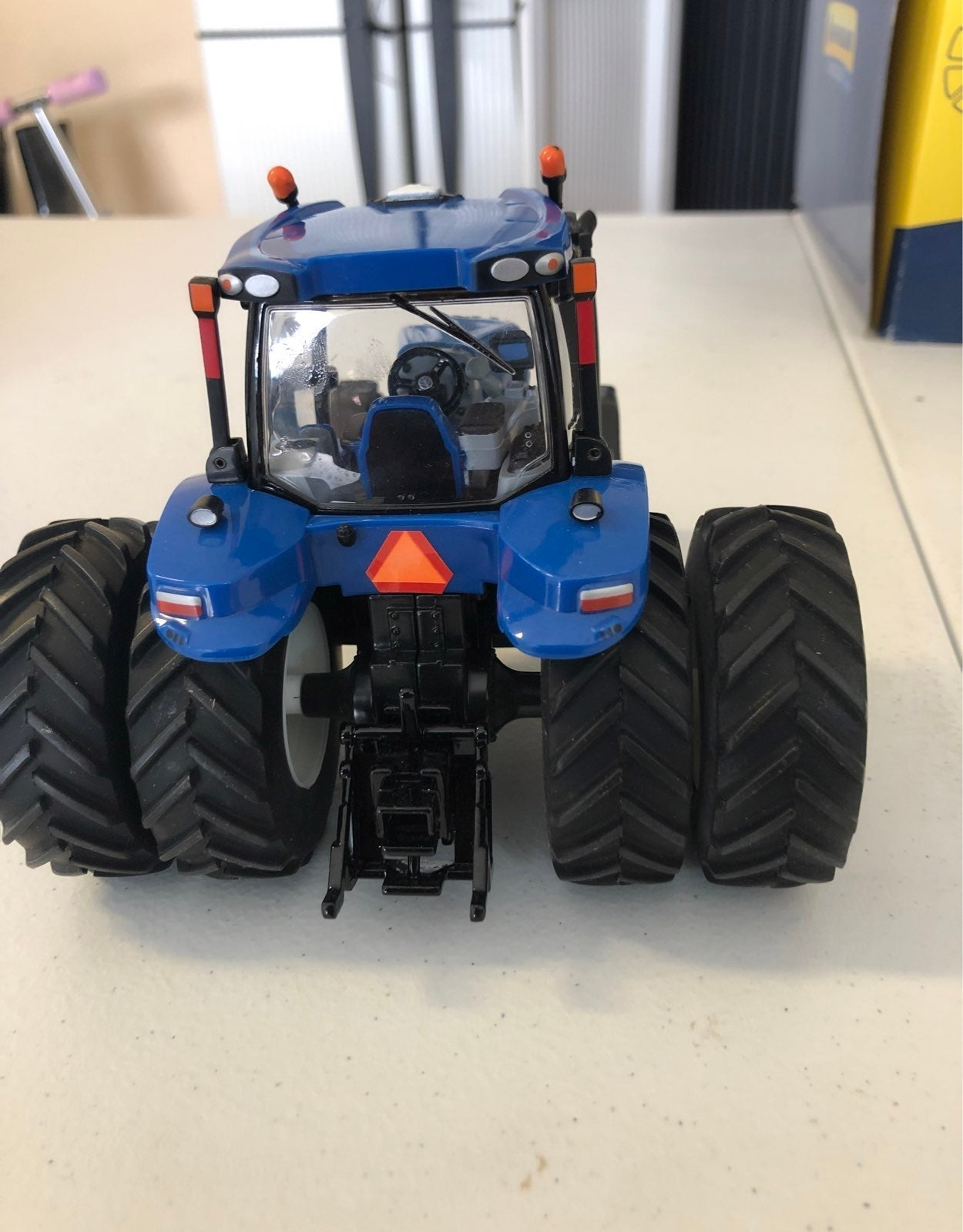 New holland T8.420 1:32 scale.