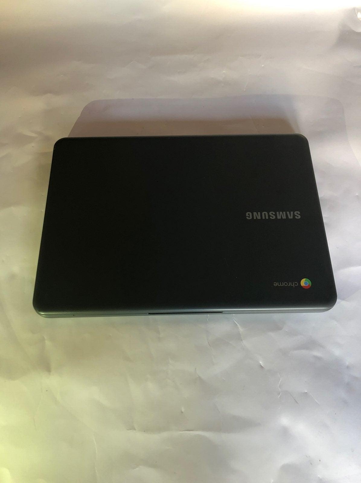 Samsung Chromebook 3 comes & bag