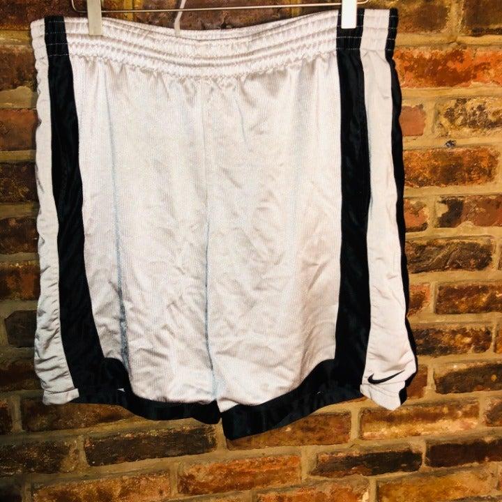Men's Nike Basketball Shorts Size Medium