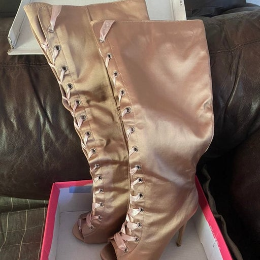 JustFab - size 8.5 light pink boots/ hee
